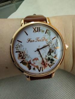 Dámské hodinky hnědé, s květinami