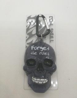 Přívěšek lebka s nápisem Forget the rules