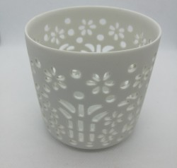 Porcelánový svícen s průřezy